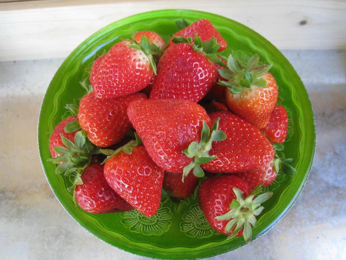 strawberries-337719_1280